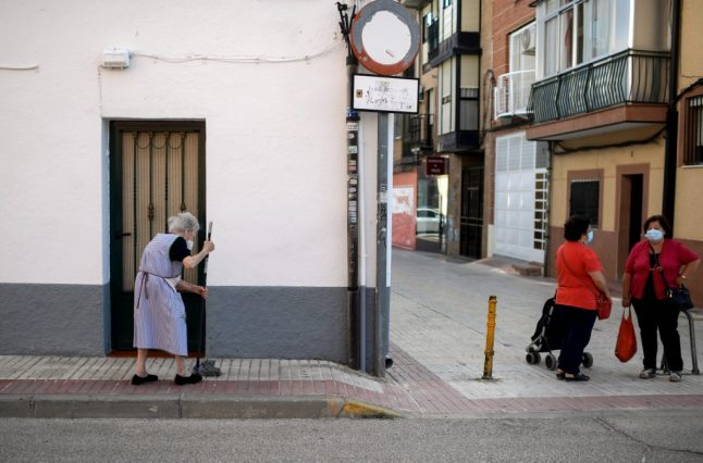Madrid mulls extending confinement zones as all residents advised to 'restrict movements'