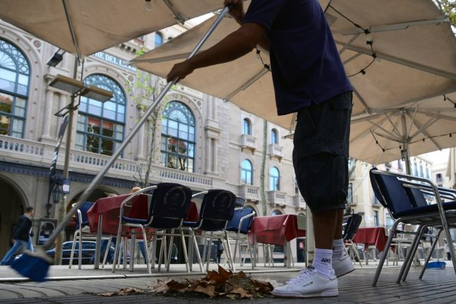 Catalonia orders rent cuts to save bars and restaurants closed in pandemic