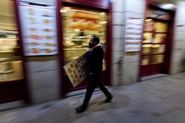 Can the Spanish learn to dine earlier to save restaurants from covid crisis?