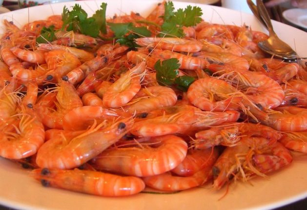 Why you shouldn't suck prawn heads during Christmas feast in Spain