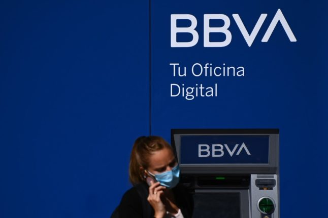 Which Spanish bank accounts are free of charges?