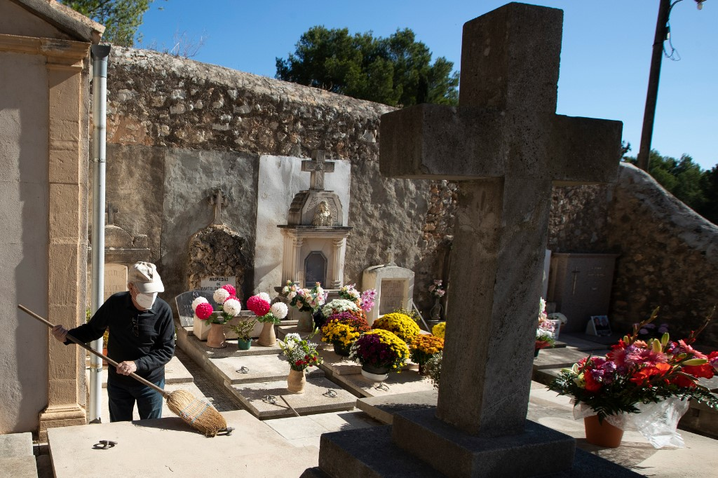 Spain's coronavirus death toll surges past 60,000 in official count