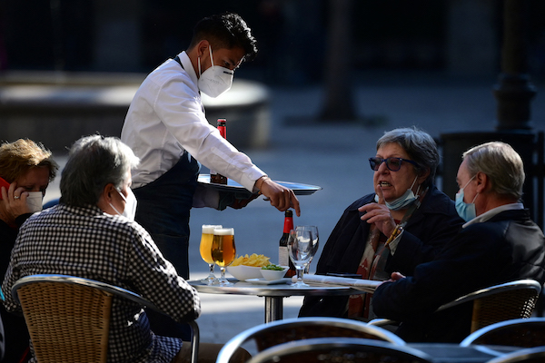 Catalonia allows bars and restaurants to stay open for longer