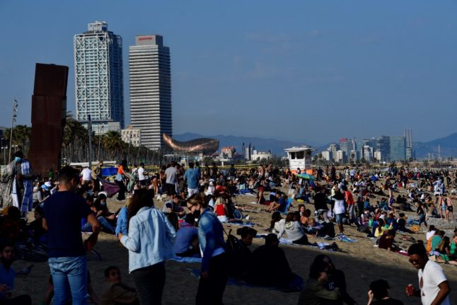 VIDEOS: Beach parties and big Easter gatherings see fears of fourth wave in Spain rise