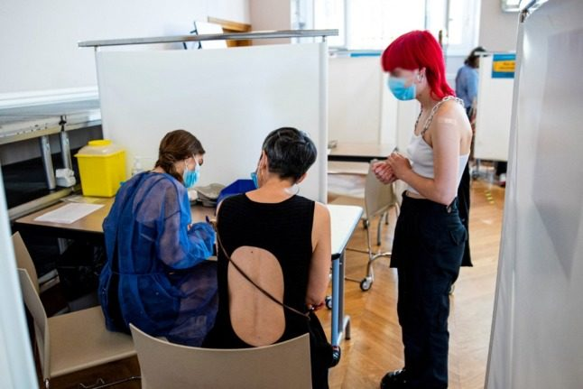 Covid-19 vaccines for people in Spain in their 20s: What you need to know