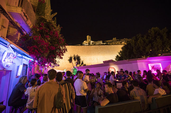 Going out in Spain: What are the rules for bars and nightclubs?