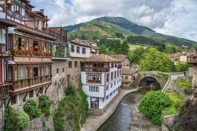 houses in the asturias town of potes